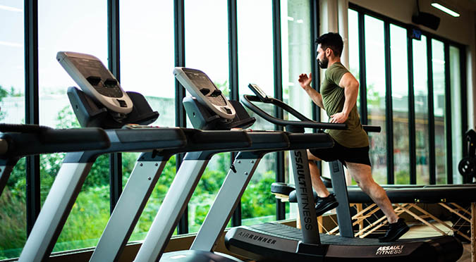 marketing to generate gym leads man running on treadmill
